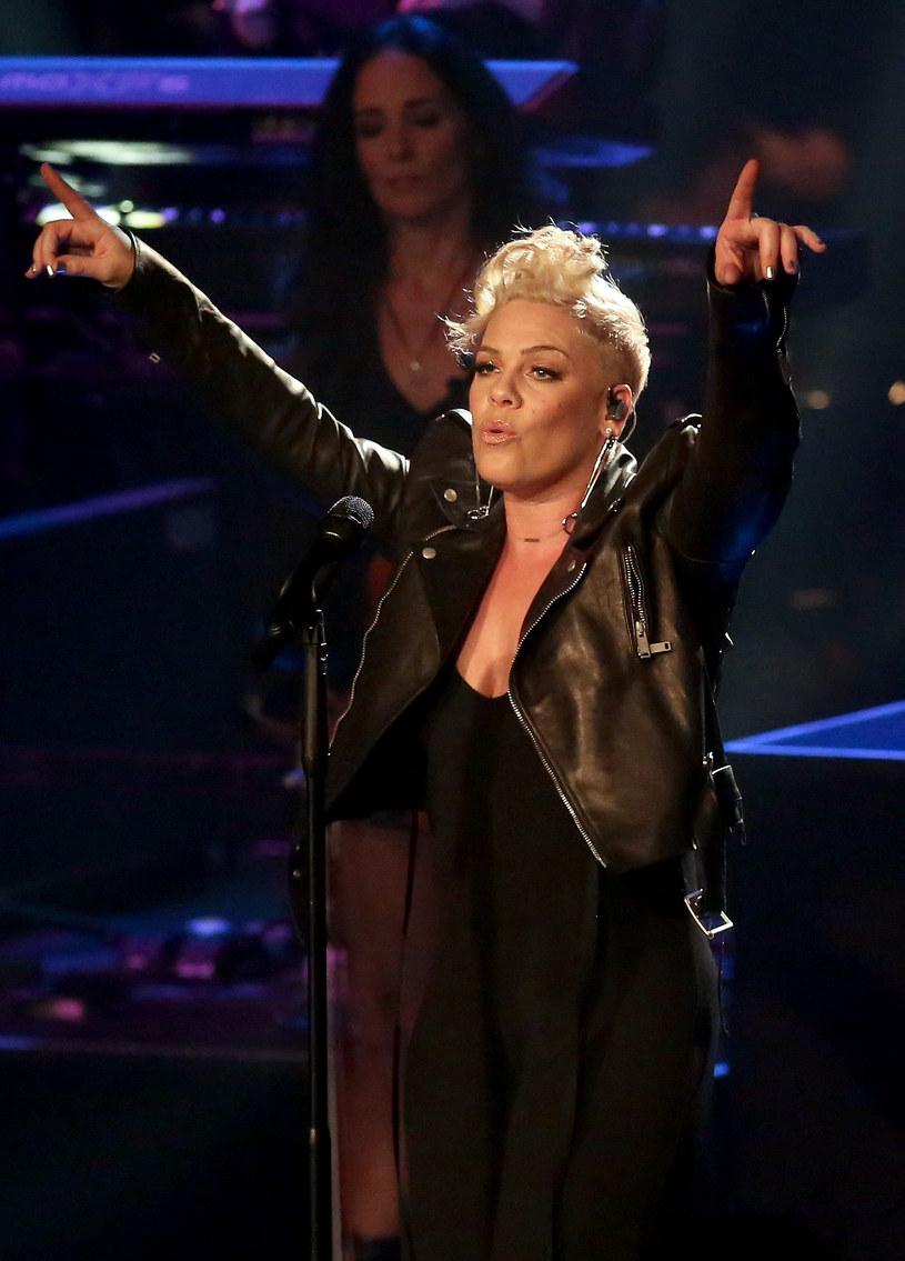 Przed Super Bowl, finałem ligi futbolu amerykańskiego, hymn USA zaśpiewa wokalistka Pink.