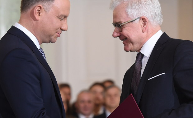 """Rozmówcy korespondentki RMF FM Katarzyny Szymańskiej-Borginon w Komisji Europejskiej podkreślają, że """"ważne są fakty i czyny, a nie polityczne ruchy"""". Bruksela jest ostrożna - nie chce na razie powiedzieć wprost, że wiąże ze zmianami w polskim rządzie nadzieje na zmianę polskiej polityki europejskiej. Woli poczekać na konkretne działania ministrów."""