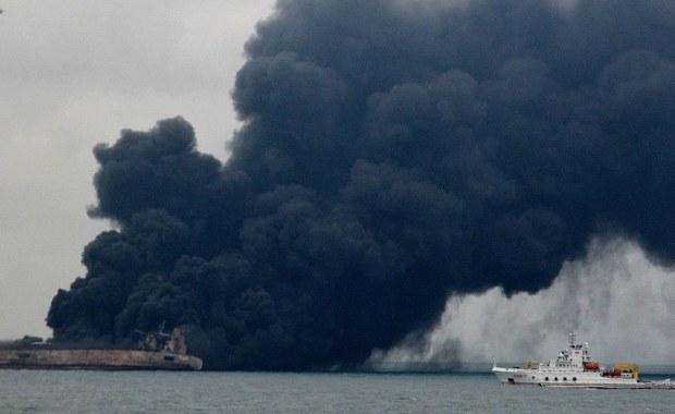 Płonący irański tankowiec podryfował w środę po południu do wyłącznej strefy ekonomicznej Japonii - poinformował rzecznik japońskiej straży przybrzeżnej. Silny wiatr sprawił, że jednostka oddaliła się od wschodnich wybrzeży Chin.