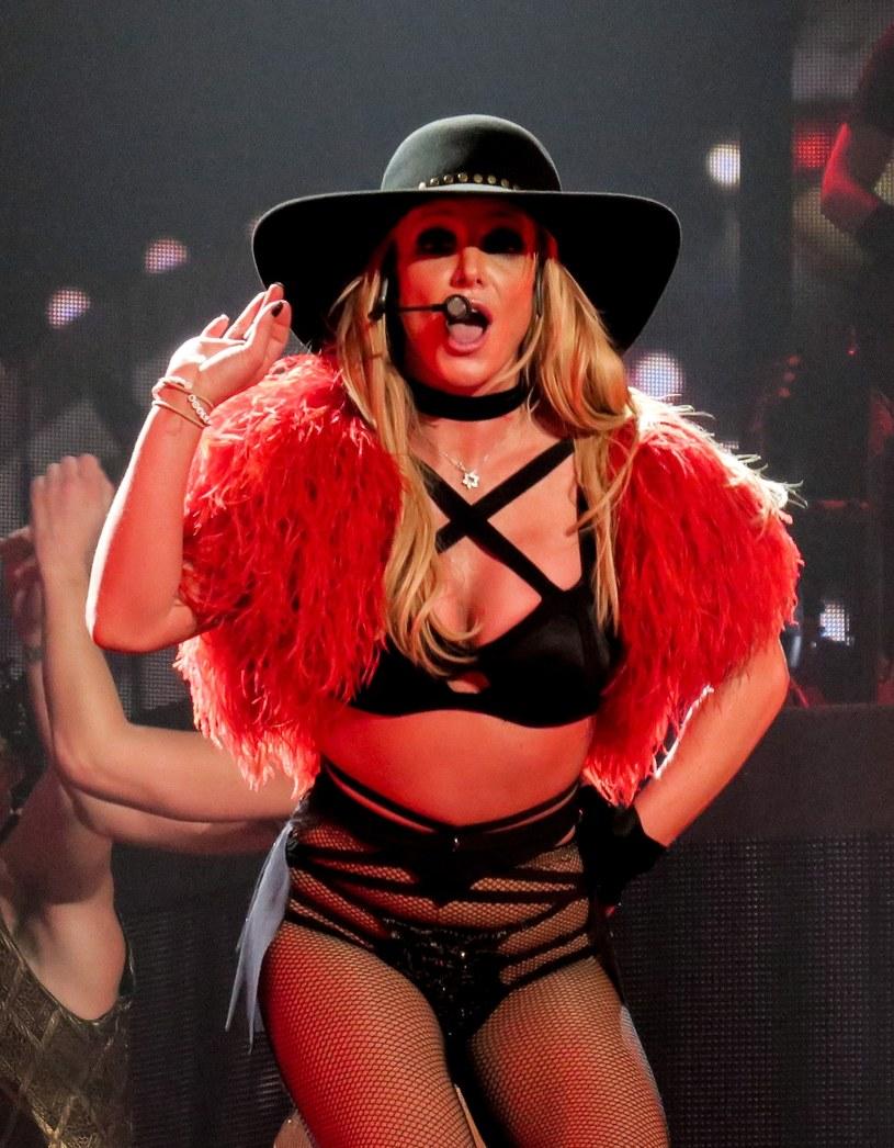 Ostatniego dnia 2017 r. Britney Spears zakończyła swoją czteroletnią rezydenturę w Las Vegas. Tymczasem pojawiły się pogłoski, że może podpisać nowy kontrakt z konkurencyjnym luksusowym kompleksem.