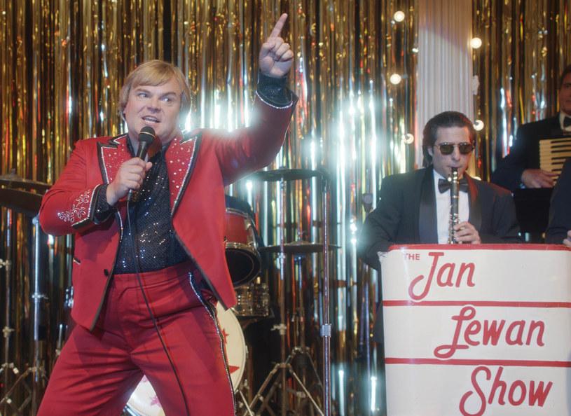 """Jan Lewan to w Polsce postać mało znana, w Stanach Zjednoczonych jest on ucieleśnieniem spełnienia marzeń o amerykańskim śnie... realizowanym w rytmie polki. Skazanego za oszustwa finansowe, nominowanego do nagrody Grammy Lewana, sportretował Jack Black w filmie """"Król polki""""."""