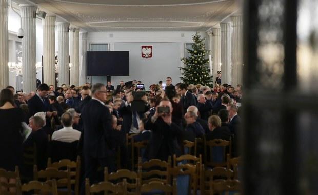 Do Prokuratury Okręgowej w Warszawie wpłynęło zawiadomienie ws. podejrzenia przestępstwa składania fałszywych zeznań w śledztwie dotyczącym obrad Sejmu z 16 grudnia 2016 r. - poinformował rzecznik tej prokuratury Łukasz Łapczyński. Złożył je sędzia Igor Tuleya.