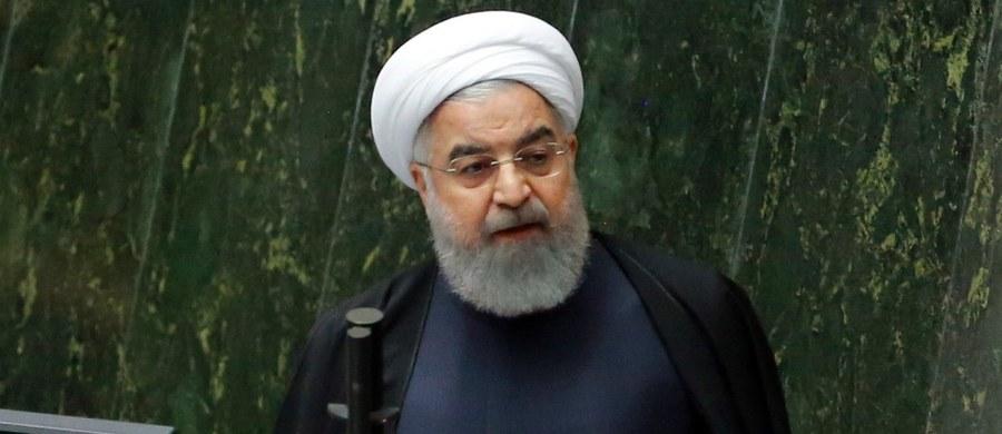 """Stany Zjednoczone nie zdołały podważyć porozumienia nuklearnego miedzy Teheranem i światowymi mocarstwami - powiedział prezydent Iranu Hasan Rowhani. Jego zdaniem umowa ta jest """"długotrwałym zwycięstwem"""" Iranu."""