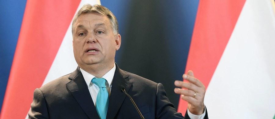 """Premier Węgier Viktor Orban powiedział dziennikowi """"La Repubblica"""", że rządowi w Polsce, będącemu w sporze z Unią Europejską, radzi """"wytrwałość i cierpliwość"""". To jego jedyne słowa na temat Polski w opublikowanym w niedzielę wywiadzie skupiającym się głównie na UE."""