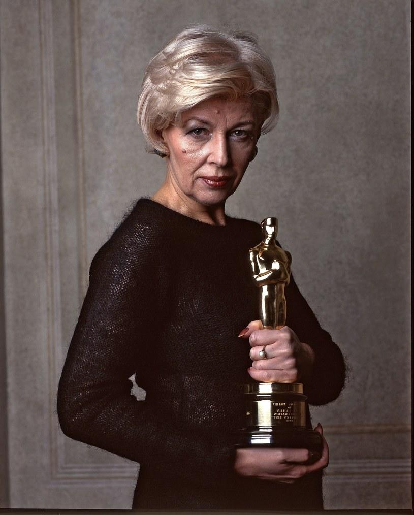 """Fotogramy z filmów, przy których - jako scenografka i projektantka kostiumów - pracowała Ewa Braun, od wtorku zaprezentuje Muzeum Kinematografii w Łodzi. Braun jest laureatką Oscara za dekorację wnętrz do """"Listy Schindlera"""" Spielberga i wykładowczynią łódzkiej Szkoły Filmowej."""