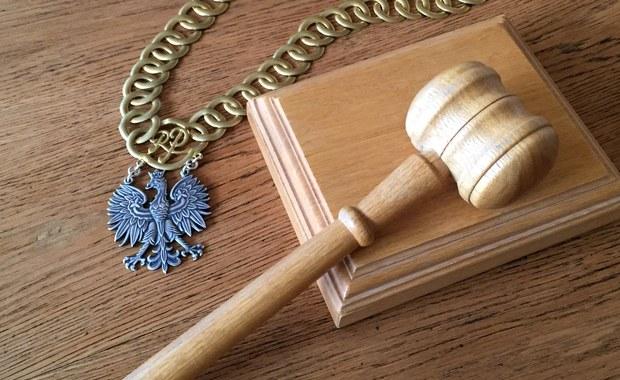 Ustawy o Sądzie Najwyższym i Krajowej Radzie Sądownictwa przygotowano i uchwalono z naruszeniem prawa. Łamią Konstytucję i zasady trójpodziału władz, niezależność sądów i niezawisłość sędziów. Taką uchwałę przyjęło dziś Zgromadzenie Ogólne sędziów Sądu Najwyższego.