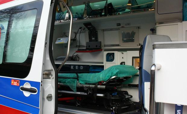 Tragedia na przejściu dla pieszych w Trąbkach Wielkich na Pomorzu. 8-letnia dziewczynka została śmiertelnie potrącona przez ciężarówkę. Samochód, mimo czerwonego światła, wjechał na przejście.