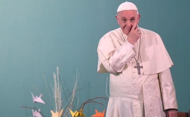 Papież Franciszek powiedział, że czyny pedofilii w Kościele rzuciły podejrzenia na całe duchowieństwo, które doświadczyło zniewag. Podczas spotkania z księżmi i zakonnikami w Santiago papież wyraził ból z powodu cierpienia ofiar wykorzystywania.