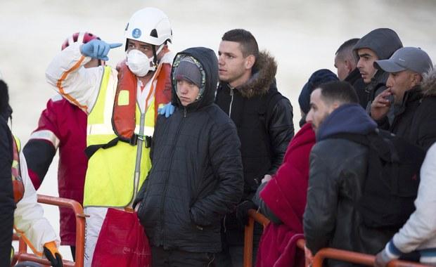 Około 1400 migrantów uratowano we wtorek na Morzu Śródziemnym podczas 11 operacji, koordynowanych przez włoską Straż Przybrzeżną. Znaleziono ciała 2 osób, w tym dziecka.