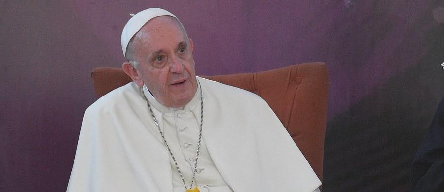 """Papież Franciszek spotkał się w Chile z grupą ofiar pedofilii - poinformował rzecznik Watykanu Greg Burke. """"Papież płakał z nimi"""" - ujawnił."""