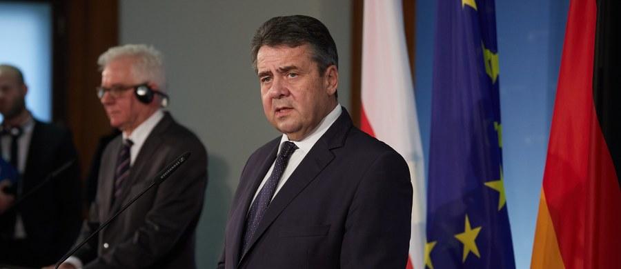 Kwestia reparacji wojennych została uregulowana pod względem prawny i zatwierdzona przez polski rząd na początku lat 90. - mówił w czwartek na konferencji prasowej szef MSZ Niemiec Sigmar Gabriel. Zaproponował również, żeby tą kwestią zajęły się środowiska naukowe.
