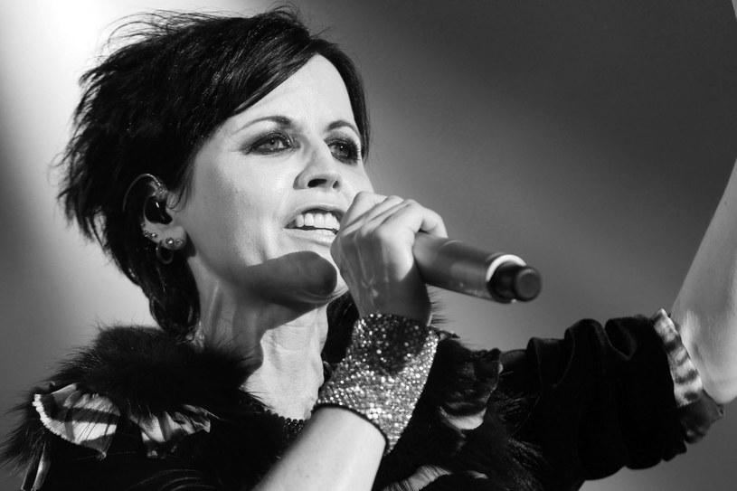 Ciało zmarłej w poniedziałek Dolores O'Riordan znalazła w łazience pokoju hotelowego sprzątaczka. Nadal nie ma informacji, co mogło być przyczyną zgonu piosenkarki. Artystka odeszła w wieku 46 lat.