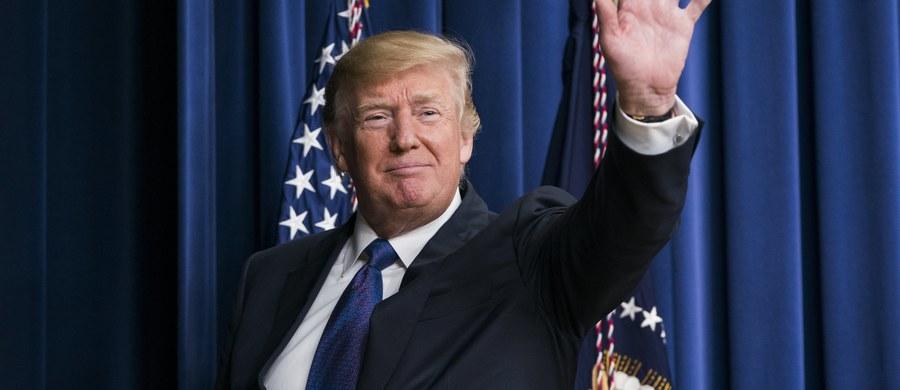 """Prezydent USA Donald Trump w środę wieczorem czasu lokalnego powiadomił za pośrednictwem Twittera o przyznaniu nagród dla mediów w kategorii """"fake news"""". Jedna z nich dotyczy wiadomości związanej z wizytą Trumpa w Polsce i pierwszej damy Agaty Kornhauser-Dudy."""