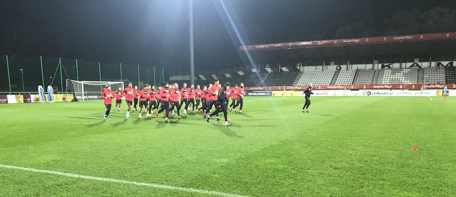 """Reprezentacja Polski utrzymała w najnowszym rankingu FIFA siódmą pozycję. W pierwszej """"10"""" zestawienia nie doszło zresztą do żadnych przetasowań. Stawce przewodzą wciąż mistrzowie świata Niemcy,  a tuż za nimi są Brazylijczycy i mistrzowie Europy Portugalczycy."""