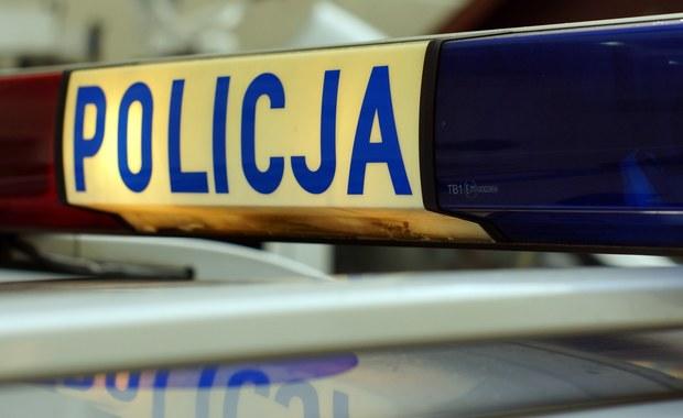 19-letni kierowca śmiertelnie potrącił mężczyznę na przejściu dla pieszych w centrum Częstochowy. Policja ustala tożsamość ofiary.
