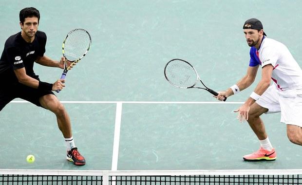 Najwyżej rozstawieni Łukasz Kubot i brazylijski tenisista Marcelo Melo awansowali do 1/8 finału debla w wielkoszlemowym Australian Open. W drugiej rundzie pokonali reprezentantów gospodarzy Maksa Purcella i Luke'a Saville'a 6:3, 7:6 (7-2).