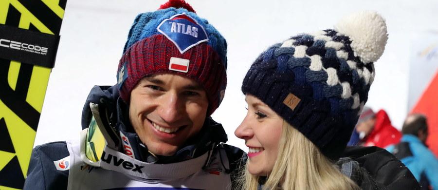 """Trener polskich skoczków narciarskich Stefan Horngacher przyznał, że żałuje, że z powodu warunków atmosferycznych odwołano czwartą serię mistrzostw świata w lotach w Oberstdorfie. """"Była szansa na złoto"""" – ocenił. Kamil Stoch zajął drugie miejsce i przegrał z Norwegiem Danielem Andre Tande."""