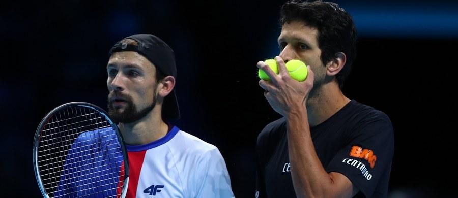 Najwyżej rozstawieni Łukasz Kubot i Brazylijczyk Marcelo Melo awansowali do ćwierćfinału debla w wielkoszlemowym Australian Open. W trzeciej rundzie wygrali z Amerykaninem Rajeevem Ramem i Divijem Sharanem z Indii (16.) 3:6, 7:6 (7-4), 6:4.