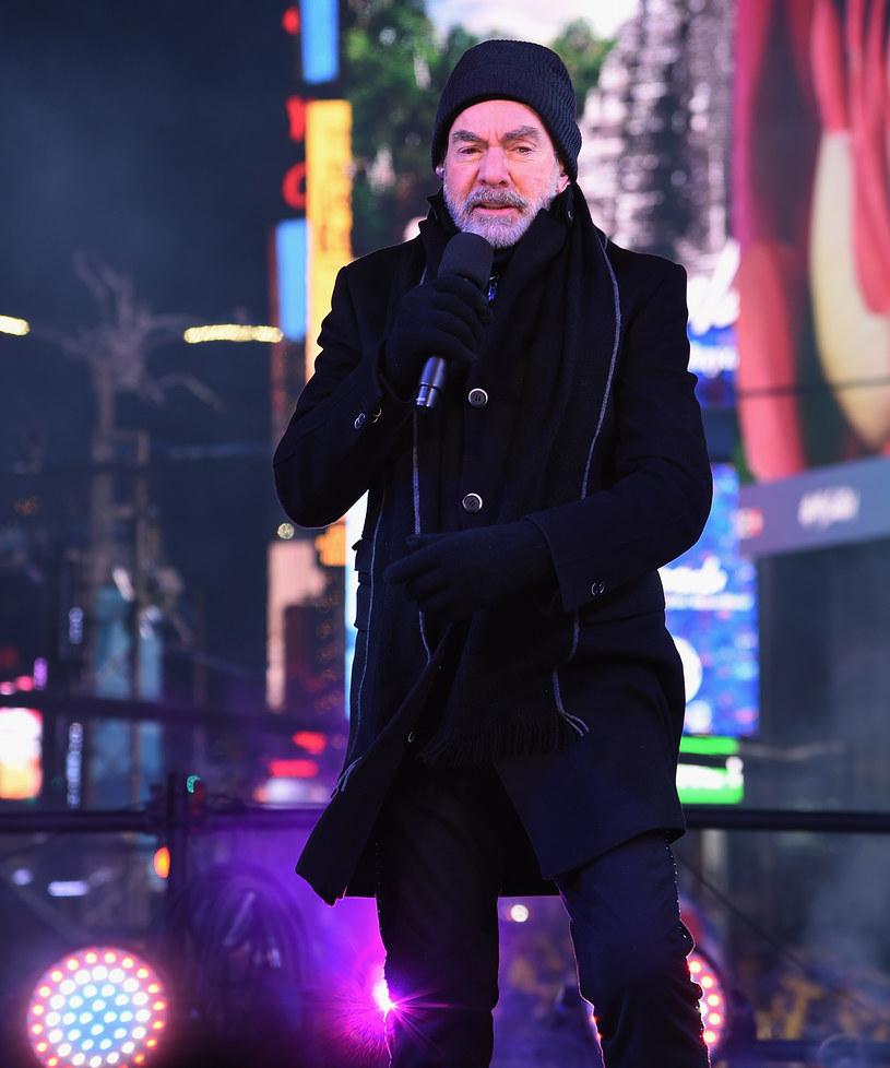 Na dwa dni przed swoimi 77. urodzinami wokalista Neil Diamond ogłosił, że kończy swoją karierę po tym, gdy zdiagnozowano u niego chorobę Parkinsona.