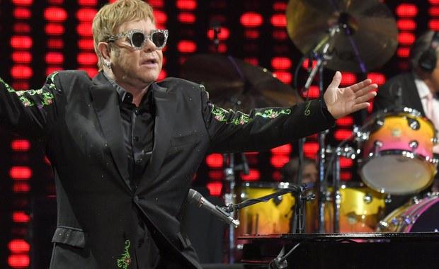 Po 50 latach na scenie Elton John rezygnuje z dużych tras koncertowych – takie informacje pojawiły się w brytyjskich mediach. Głównym powodem mają być problemy ze zdrowiem.