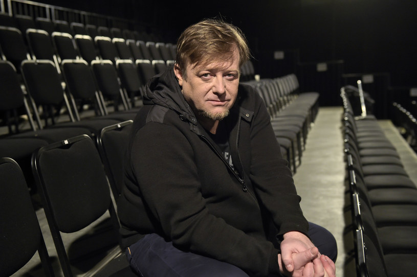 """""""Kobiety mafii"""" Patryka Vegi i """"Miłość jest wszystkim"""" Michała Kwiecińskiego to filmy, w których zobaczymy go w kinie w tym roku. Z kolei w serialu """"Blondynka"""" od sześciu sezonów Olaf Lubaszenko wciela się w postać sympatycznego księdza."""