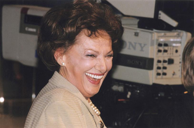 Znali ją wszyscy. Przez ponad 25 lat jej program przyciągał przed telewizory miliony widzów. Przy okazji rozmów ze znanymi i lubianymi sama szybko wyrosła na gwiazdę. O swym życiu prywatnym Irena Dziedzic mówiła jednak niewiele.