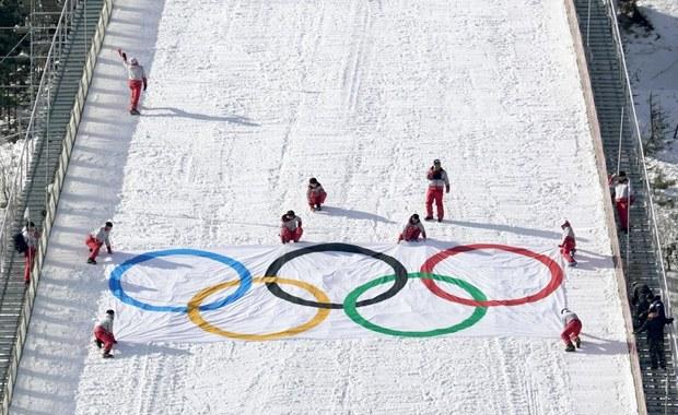 Komitet organizacyjny zimowych igrzysk w Pjongczangu (POCOG) poinformował, że potwierdzonych zostało jak na razie 177 przypadków zachorowań wywołanych przez norowirusy podczas tej imprezy. Zaznaczono jednak, że nie został przez nie zaatakowany żaden ze sportowców.
