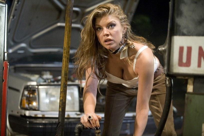 Wokalistka Fergie stanęła w obronie Quentina Tarantino po tym, jak został on oskarżony o znęcanie się nad aktorkami na planie swoich filmów.
