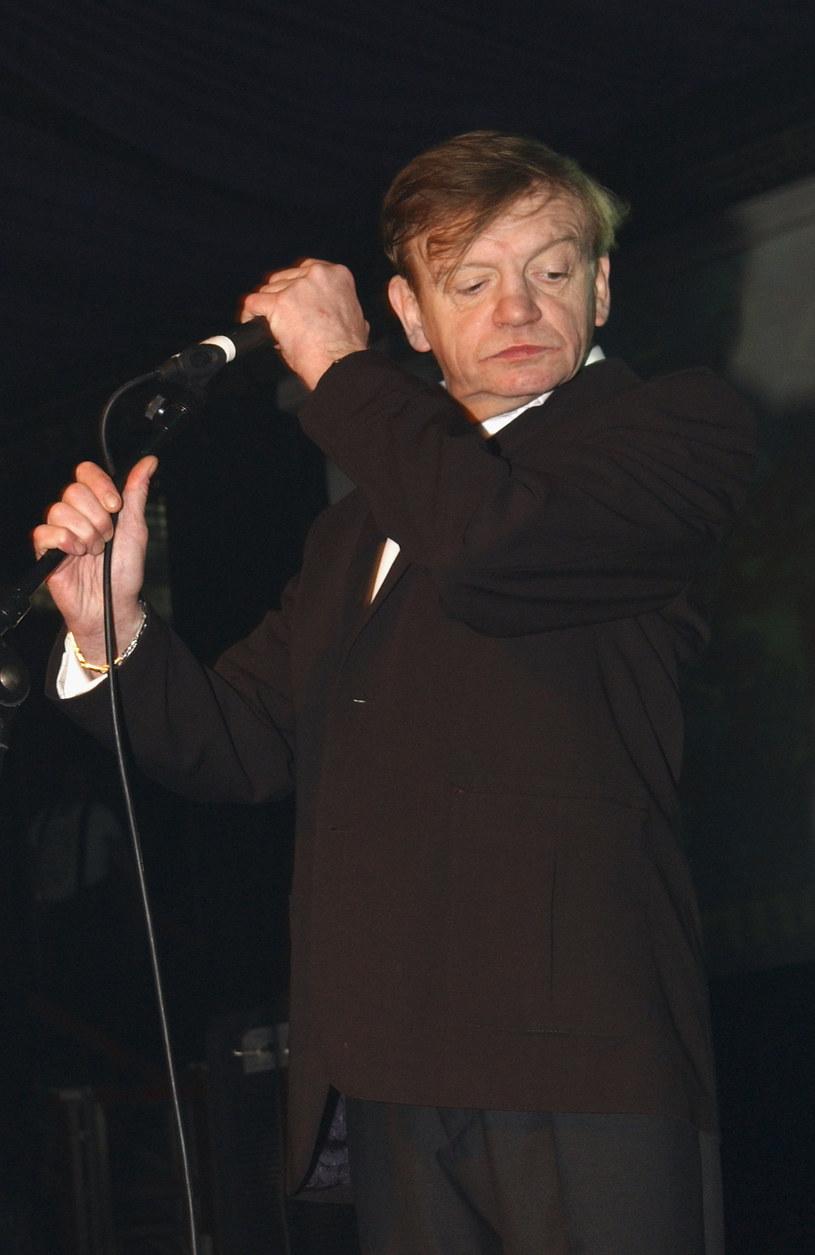 Zmarły w styczniu lider The Fall, Mark E. Smith, przegrał walkę z rakiem. Przyczynę śmierci potwierdziła rodzina wokalisty.