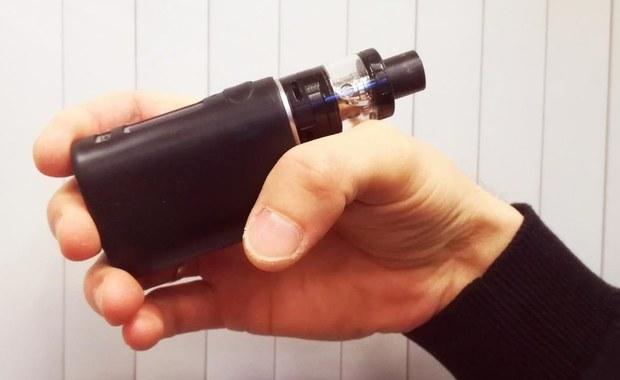 Nikotyna zawarta w e-papierosach zwiększa ryzyko raka płuca i pęcherza moczowego. Wszystko dlatego, że uszkadza DNA i zmniejsza możliwość samonaprawy komórek.
