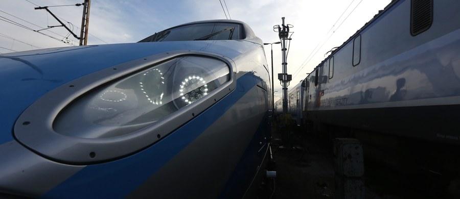Przywrócono do eksploatacji sześć składów Pendolino, które zostały wcześniej wycofane ze względu na uszkodzenia podwozi tłuczniem - poinformował wiceminister infrastruktury Andrzej Bittel. Zapewnił, że proces badania przyczyn uszkodzeń pociągów zostanie przeprowadzony sprawnie i merytorycznie.