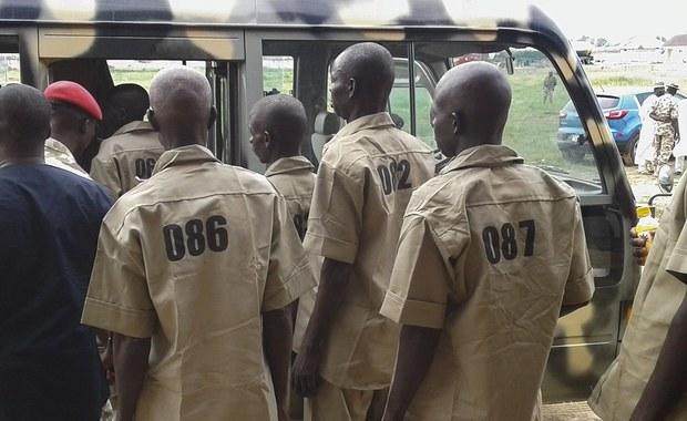 Dżihadysta z nigeryjskiego ugrupowania Boko Haram został skazany we wtorek na 15 lat więzienia za udział w uprowadzeniu w kwietniu 2014 roku ponad 200 uczennic z liceum w Chibok na północnym wschodzie kraju. Jest to pierwszy wyrok skazujący w tej sprawie.