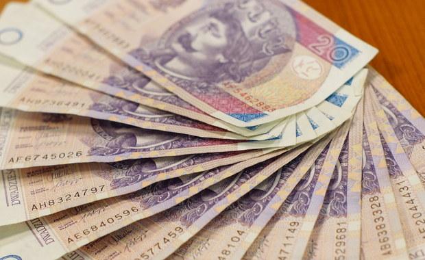 Rząd obiecuje emerytury wyższe średnio o 1000 złotych lub blisko 3000 złotych. Warunkiem jest skorzystanie z nowej oferty ministerstwa finansów, czyli z dobrowolnego odkładania na starość, nazwanego Pracowniczymi Planami Kapitałowymi. Rząd ogłosił dziś założenia tego programu.