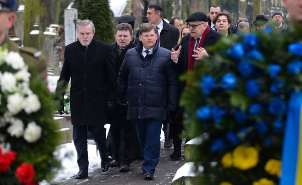 """Wicepremier Piotr Gliński, szef ministerstwa, które w swojej nazwie nosi dumne określenie """"dziedzictwo narodowe"""", nawet w takiej sytuacji nie potrafił zachować się jak na urzędnika niepodległej Rzeczypospolitej Polskiej przystało."""