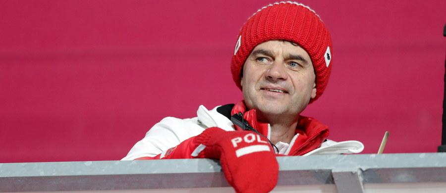 """Polscy skoczkowie byli blisko drugiego miejsca w drużynowym konkursie igrzysk w Pjongczangu, ale ostatecznie musieli się zadowolić trzecią pozycją. Niewystarczająca okazała się bowiem odległość Kamila Stocha. """"Kamil jest tylko człowiekiem"""" - podkreślił trener Stefan Horngacher."""