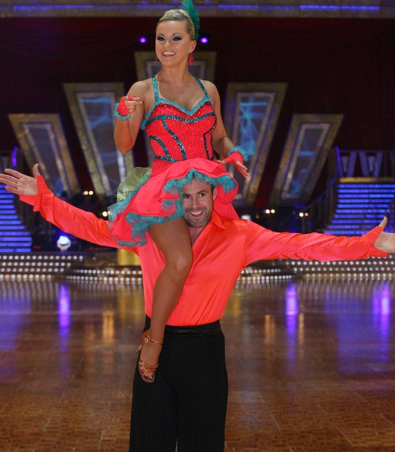 """Na tę wiadomość czekały od kilku tygodni wszyscy fani programu """"Taniec z Gwiazdami"""". Kto zajmie miejsce w fotelu jurora po Beacie Tyszkiewicz? Na medialnej giełdzie pojawiło się kilka gorących nazwisk, ale jej nie spodziewał się nikt. Nową jurorką ósmej edycji """"Tańca z Gwiazdami"""" została Ola Jordan."""