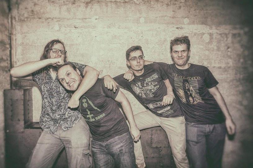 """Poniżej możecie premierowo zobaczyć teledysk """"21"""" promujący debiutancką płytę hardrockowej grupy Revan z Gdyni."""