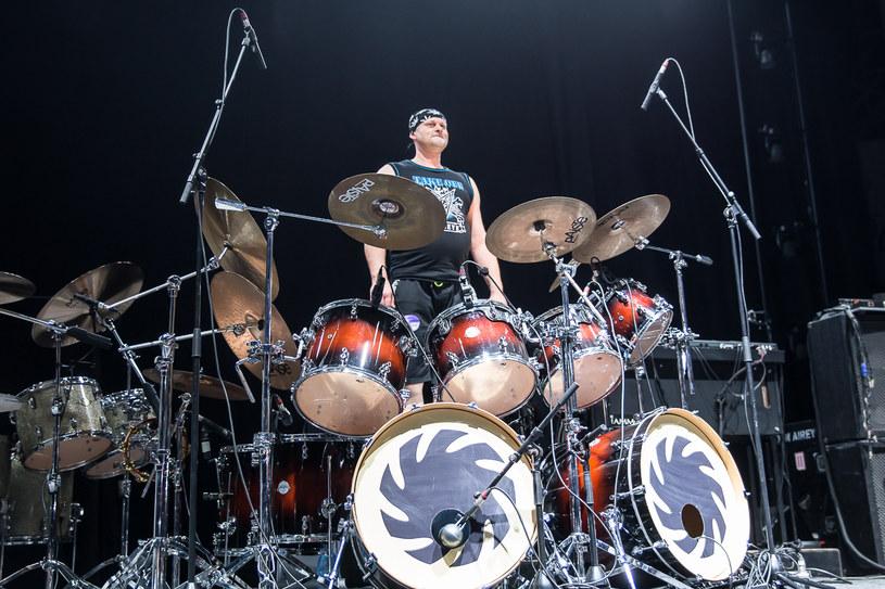 """Przed rozpoczynającą się w piątek (9 marca) trasą """"Snake Cavalry Tour"""" heavymetalowa grupa CETI poinformowała o poważnych problemach zdrowotnych perkusisty Marcina """"Mucka"""" Krystka. Znane jest już nazwisko jego następcy."""