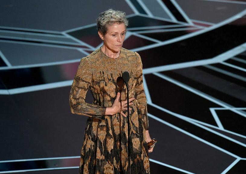 """""""Kształt wody"""" nie jest ani najwybitniejszym filmem Guillermo del Toro ani produkcją, która proponowałaby cokolwiek nowego. Nie jestem do końca usatysfakcjonowany takim przydziałem Oscara - powiedział PAP krytyk filmowy Tomasz Raczek."""