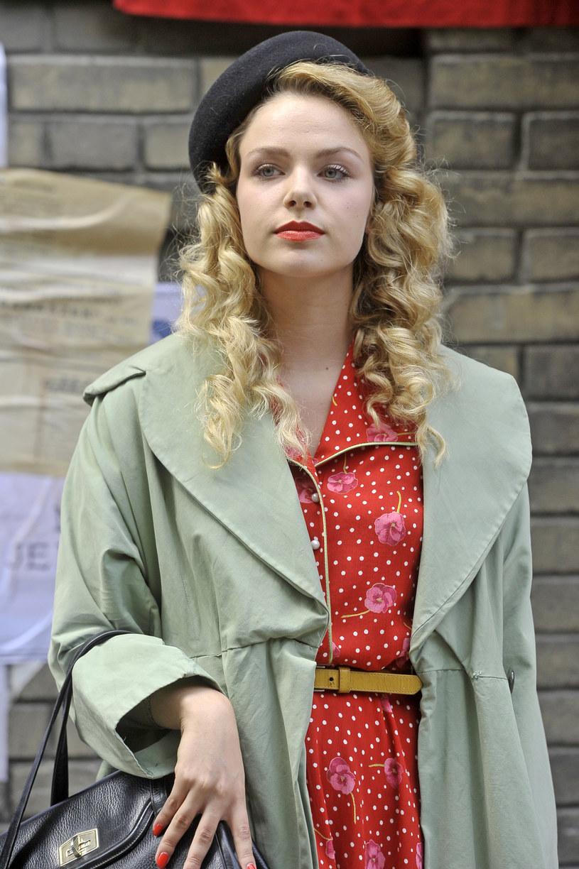 """Serial """"Wojenne dziewczyny"""", opowieść o trzech dziewczynach żyjących podczas II wojny światowej, doczekał się kontynuacji. Drugi sezon startuje w niedzielę, 25 marca."""