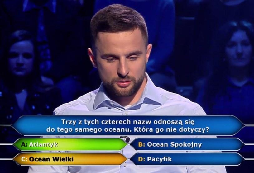 """W poniedziałkowym odcinku """"Milionerów"""" uczestnik show zaklął na wizji po tym, jak udzielił złej odpowiedzi na pytanie o tysiąc złotych i odpadł z programu."""