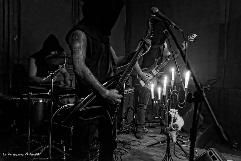 Blackmetalowe trio Above Aurora z Poznania wyda na początku kwietnia nowy materiał.