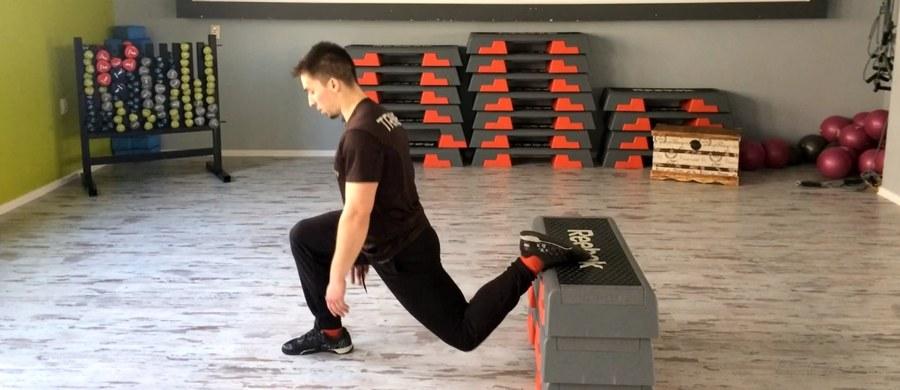 Najlepszym sposobem na zdrowe i piękne nogi są regularne ćwiczenia fizyczne. Jakie najlepiej działają na zdrowie nóg - pokazuje Radosław Golian z Energy Fitness Clubu Łódź.