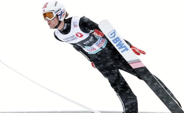 Kamil Stoch ciągle jest zdecydowanym liderem Pucharu Świata w skokach narciarskich. Jednak po wczorajszym triumfie w Oslo Daniela Andre Tande, trudno nie zacząć zastanawiać się, czy to właśnie on nie będzie w końcówce sezonu najważniejszym rywalem Polaka w walce o Kryształową Kulę. Jest za wcześnie by bić na alarm. Stoch ma naprawdę solidną przewagę, ale warto przeanalizować sytuację.