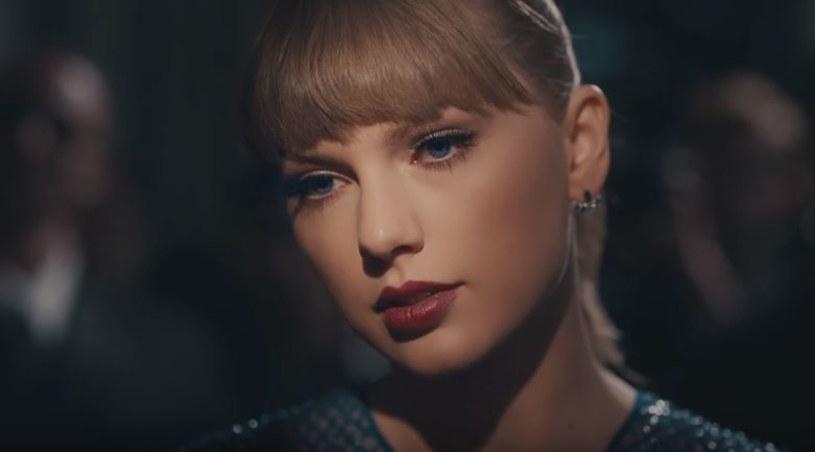 """W niedzielę, 11 marca, podczas gali iHeartRadio Music Awards miała miejsce światowa premiera teledysku Taylor Swift do utworu """"Delicate""""."""