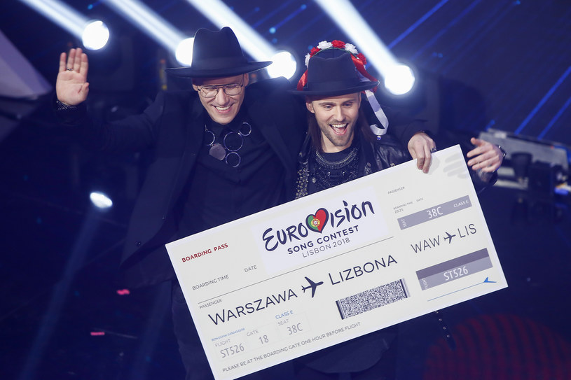 """Zaskakującą wersję swojego eurowizyjnego przeboju """"Light Me Up"""" przygotowali Gromee oraz wspierający go wokalista Lukas Meijer."""