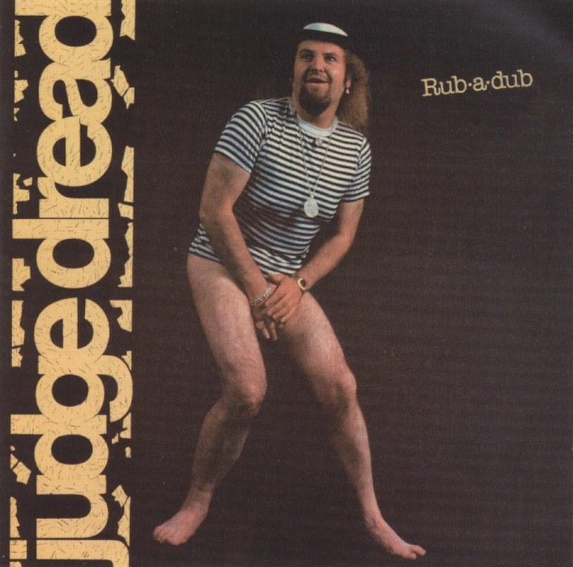 Dwuznaczne teksty o tematyce seksualnej sprawiły, że wokalista Judge Dread do dziś dzierży tytuł artysty, który ma na koncie najwięcej utworów zakazanych przez BBC. 13 marca mija 20 lat od jego niespodziewanej śmierci.