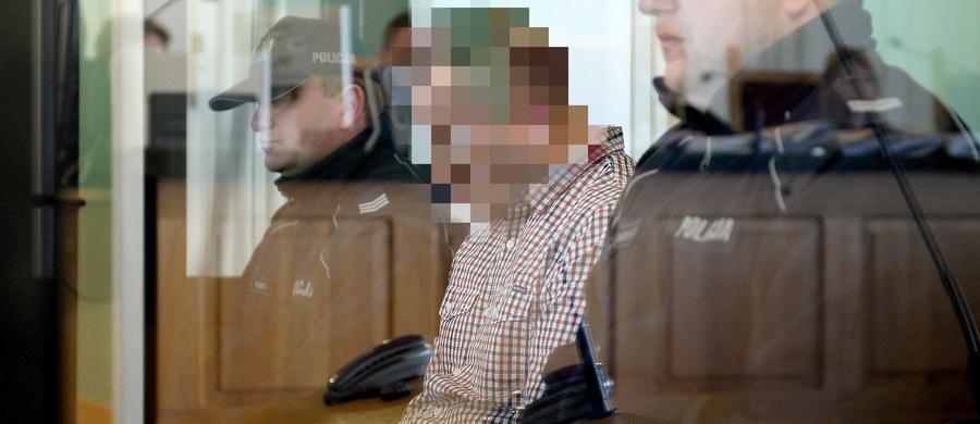 Na karę 25 lat więzienia skazał Sąd Okręgowy w Kielcach 38-letniego mężczyznę, oskarżonego o zabójstwo i znęcanie się nad żoną. Mąż upozorował samobójstwo kobiety. Wyrok nie jest prawomocny.