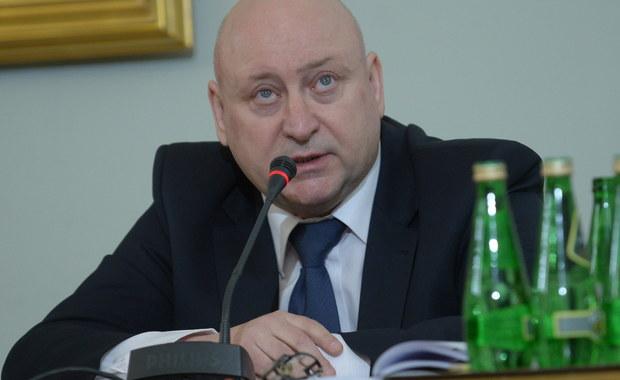 Nie było sugestii, by funkcjonariusze ABW nie zajmowali się niektórymi wątkami Amber Gold, m.in. sprawą Michała Tuska; uważam, że Marcin P. prowadził działalność samodzielnie, nie był słupem - zeznał b. zastępca dyrektora gdańskiej delegatury ABW Jarosław Dąbrowski przed komisją śledczą. Na 22 marca zapowiedziano konfrontację świadka z naczelnikiem i funkcjonariuszem operacyjnym ABW, który prowadził sprawę Amber Gold.