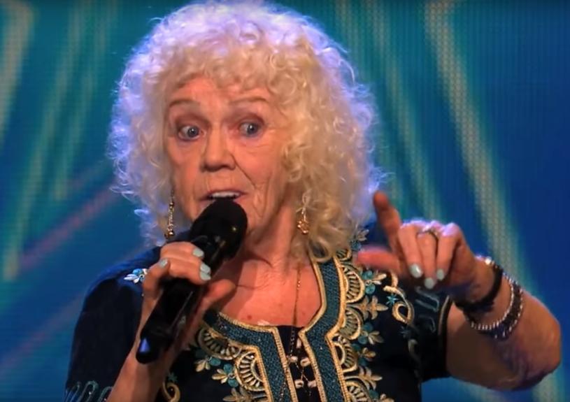 """W lutym w Irlandii rozpoczęła się pierwsza edycja tamtejszej wersji programu """"Mam talent"""". Miejsce w półfinale ma już zapewnione 81-letnia Evelyn Williams, która doprowadziła do łez jurorów."""